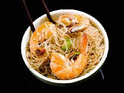 Оризови спагети (нудълс) със скариди задушени в кокосова сметана - снимка на рецептата